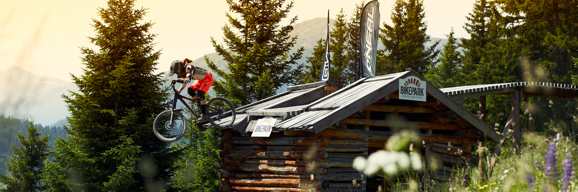 Jump over the hut in the Bikepark Serfaus-Fiss-Ladis in Tyrol | © Serfaus-Fiss-Ladis