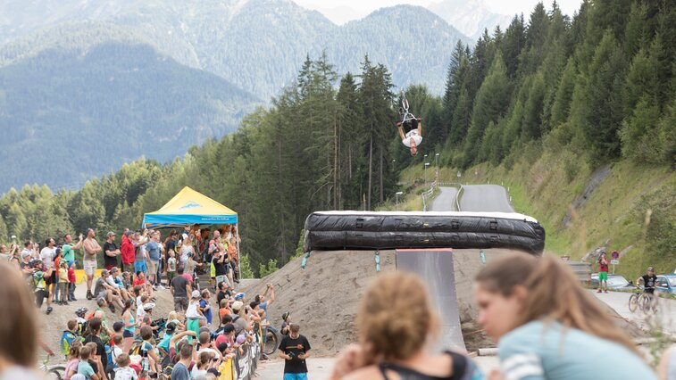 After the race on Saturday at the MTB-Festival in Serfaus-Fiss-Ladis in Tyrol, the drivers of Masters of Dirt showed their skills. | © Andreas Kirschner
